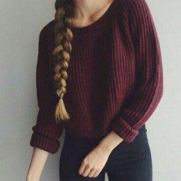 Krátky bordó svetřík
