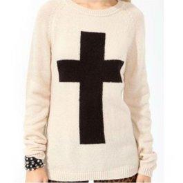 Módní svetr s křížem
