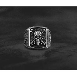 Pirátský prsten s lebkou