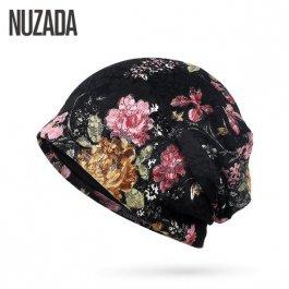 Čepice s květinovými motivy