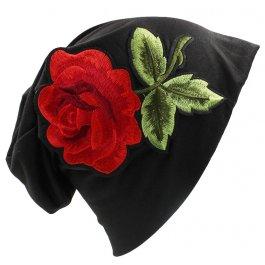 Čepice s vyšitou růží