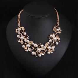 Statement náhrdelník s listy a perličkami