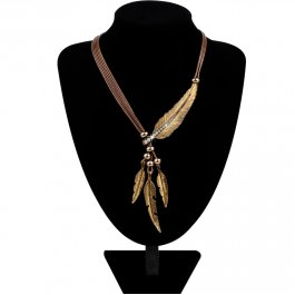 Indiánský náhrdelník s pírky