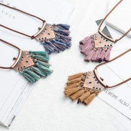 Ethno náhrdelník s třásněmi