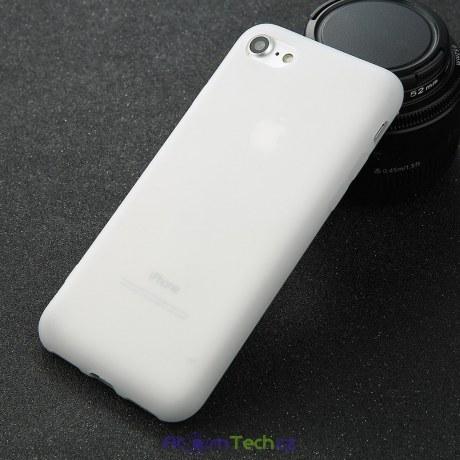 Jednoduché barevné kryty pro iPhone