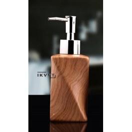 Dřevěný dávkovač mýdla