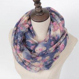 Kruhový šátek s květinovým motivem