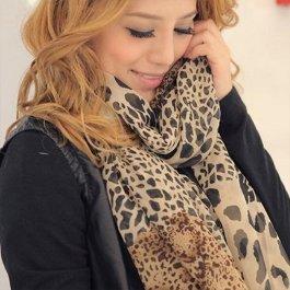 Modní leopardí šátek