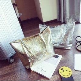 Luxusní lesklá kabelka
